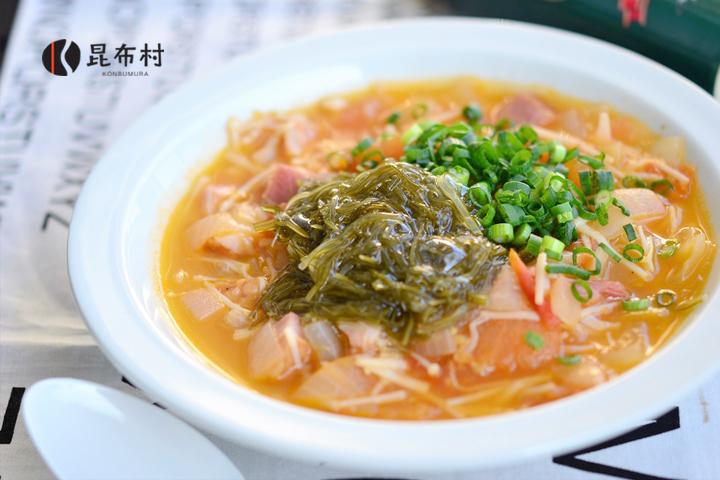レシピ27 トマトとがごめ昆布きざみのとろみスープ